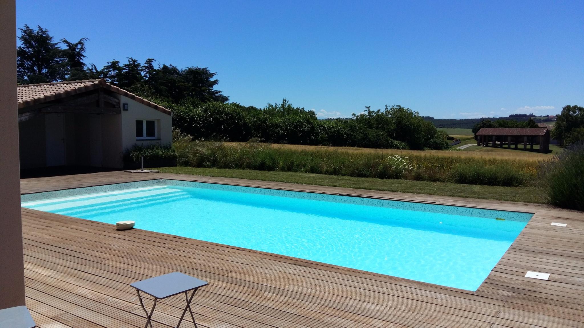 vente belle maison de type t5 moderne avec piscine et jolie vue. Black Bedroom Furniture Sets. Home Design Ideas